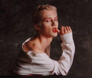 "Clip ""Bloom"" : Troye Sivan se transforme en oeuvre d'art glamour"