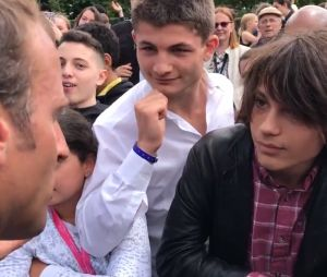"""Emmanuel Macron remet en place un ado : """"tu m'appelles Monsieur le président de la République"""""""