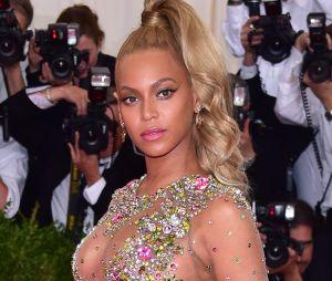 Beyonce fan du PSG, elle fait la promo d'un maillot customisé avec des cristaux Swarovski
