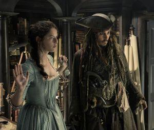 Johnny Depp absent de Pirates des Caraïbes 6 ? Attaqué en justice pour violence, Disney pourrait le virer comme James Gunn (Les Gardiens de la galaxie).
