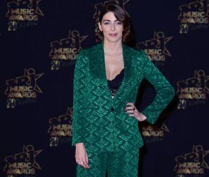 "Léa Paci a adopté la tendance ""sleepwear"" aux NRJ Music Awards 2018."