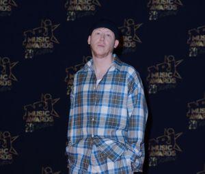 Eddy de Pretto a adopté la tendance pyjama aux NRJ Music Awards 2018.