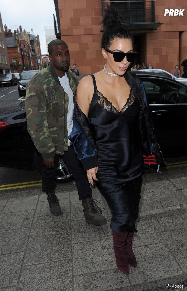 """Kim Kardashian a craqué pour la tendance """"sleepwear""""."""