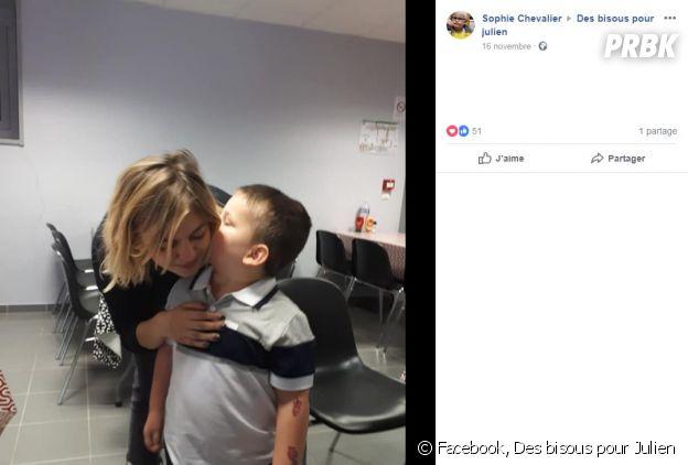 Louane réalise le rêve d'un enfant malade atteint d'un cancer.