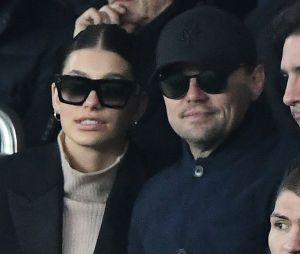 Leonardo DiCaprio et sa petite amie Camila Morrone dans les tribunes du match PSG-Liverpool de la Ligue des champions.