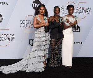 Black Panther récompensé aux SAG Awards 2019 : Angela Bassett, Danai Gurira et Lupita Nyong'o posent avec leurs prix