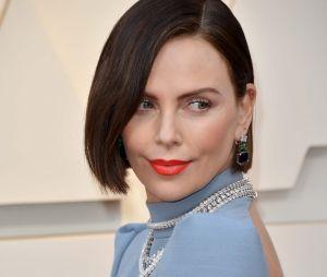 Charlize Theron sur le tapis rouge des Oscars 2019 le 24 février à Los Angeles