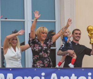 Antoine Griezmann avec sa fille et ses proches en juillet 2018