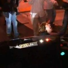 Paris Hilton ... Regardez-la rouler sur un paparazzi (vidéo choc)