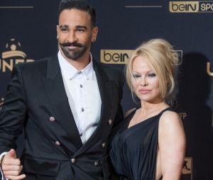 Adil Rami séparé de Pamela Anderson : un ami de la star s'en prend au footballeur