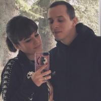 Alizée enceinte de Grégoire Lyonnet : la chanteuse montre son beau baby bump à la plage