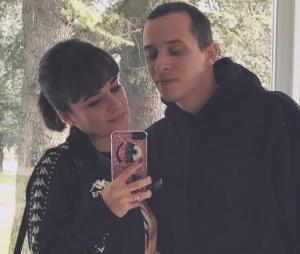 Alizée enceinte de son premier enfant avec Grégoire Lyonnet : la chanteuse dévoile son baby bump