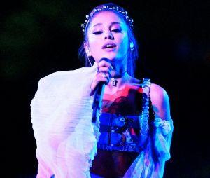Ariana Grande accusée par un fan d'utiliser de l'autotune en concert : elle le recadre et dément