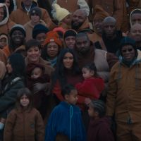 "Kanye West invite Kim Kardashian et leurs enfants dans le clip ""Closed On Sunday"""