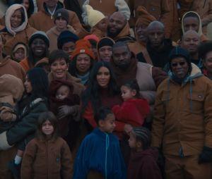 """Clip """"Closed On Sunday"""" : Kanye West réuni avec sa femme Kim Kardashian et leurs quatre enfants"""