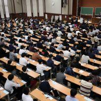 Coronavirus : les écoles fermées à partir de lundi, les lycéens et étudiants en folie