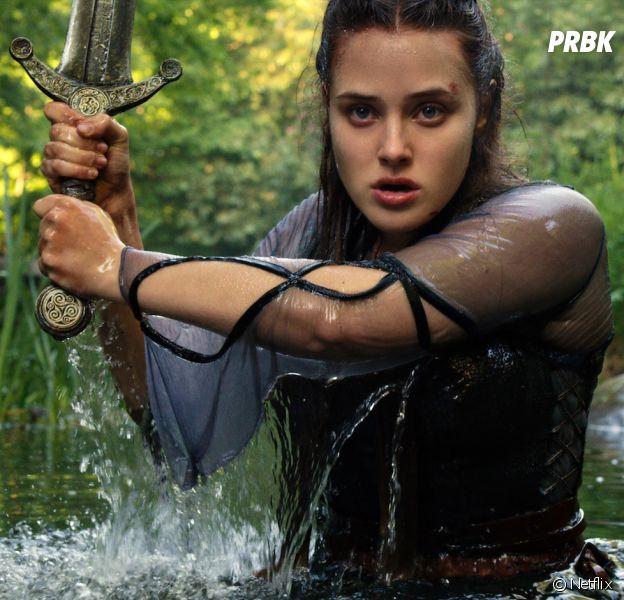 Cursed : Katherine Langford réécrit la Légende d'Arthur sur Netflix avec Gustaf Skarsgård (Vikings)