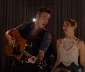 Sam Palladio et Clare Bowen chantent dans Nashville