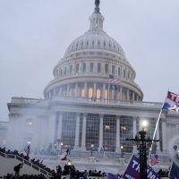 Le Capitole envahi par les supporters de Trump : le monde entier et les stars sous le choc