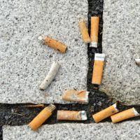 Mégots jetés par terre : les fabricants de cigarettes vont devoir payer