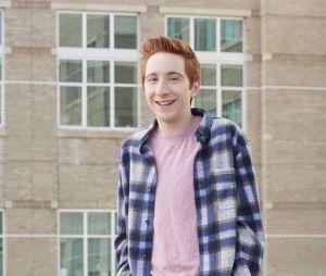 High School Musical : La Comédie musicale, la série : Larry Saperstein alias Big Red fait son coming-out bi