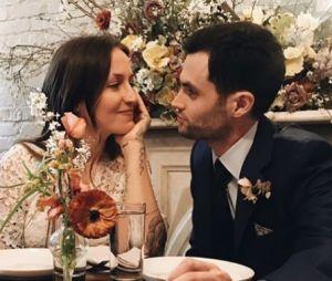 Penn Badgley est en couple et marié avec Domino Kirke : l'acteur de You est aussi papa d'un petit James