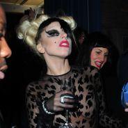 Lady Gaga après le défilé Mugler ... PHOTO verre de champagne à la main et quasi nue