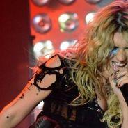 Kesha ... une étrange collection de dents de fans ...