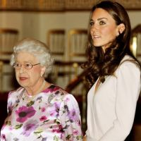 Kate Middleton : elle visite l'exposition de sa robe avec la Reine (PHOTOS)