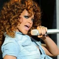 PHOTOS - Rihanna : presque sage en concert