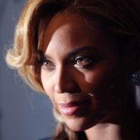 Beyoncé enceinte et épanouie pour la promo de son parfum (PHOTOS)