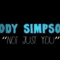 Cody Simpson change de registre dans le clip de Not Just you (VIDEO)