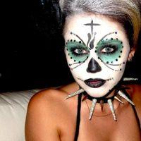 Miley Cyrus devient un vampire pour Hotel Transylvania et s'exhibe sur Twitter (PHOTO)