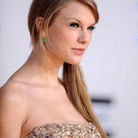 American Music Awards 2011 : Taylor Swift et les stars brillent sur le tapis rouge (PHOTOS)