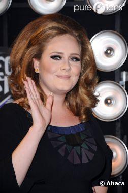 """Adele n'a pas été traitée de """"grosse"""" par Karl Lagerfeld"""