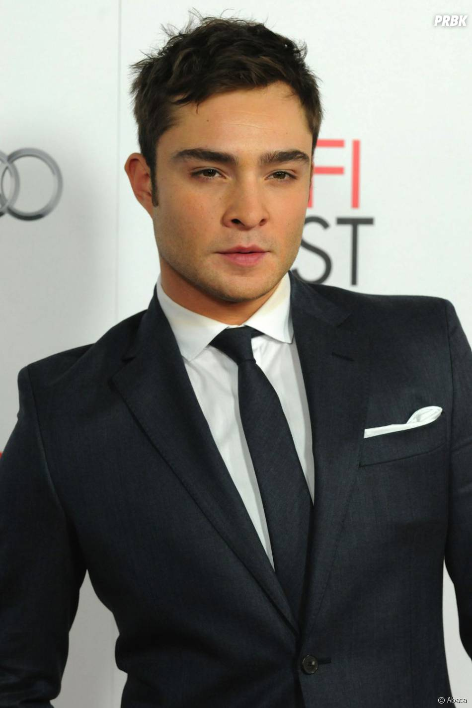 ed westwick au top en costard cravate purebreak. Black Bedroom Furniture Sets. Home Design Ideas