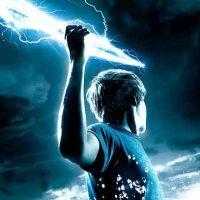 Percy Jackson 2 : le film fait les yeux doux à un acteur de Big Love !