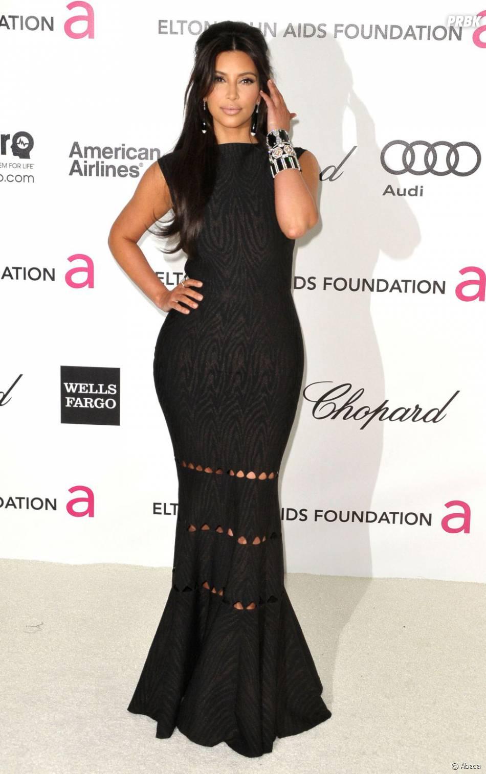 Kim Kardashian sexy en noir