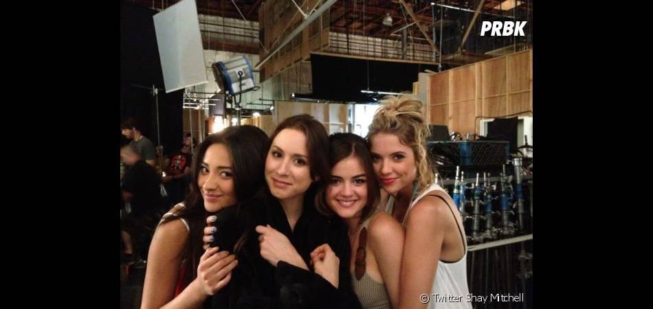 Les quatres actrices de Prety Little Liars dans les coulisses