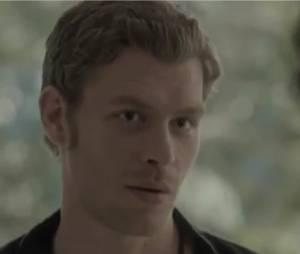 Klaus annonce une mauvaise nouvelle à Stefan et Damon dans l'épisode 21