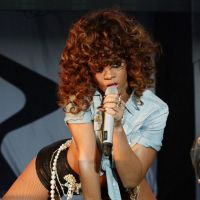 Rihanna : elle offre une paire de seins à Adele !