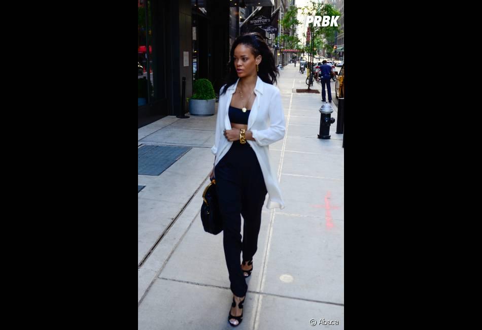Rihanna ose le soutien-gorge en pleine rue !