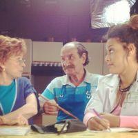 Amel Bent transformée en doc sexy pour Scènes de Ménages ! (PHOTO)