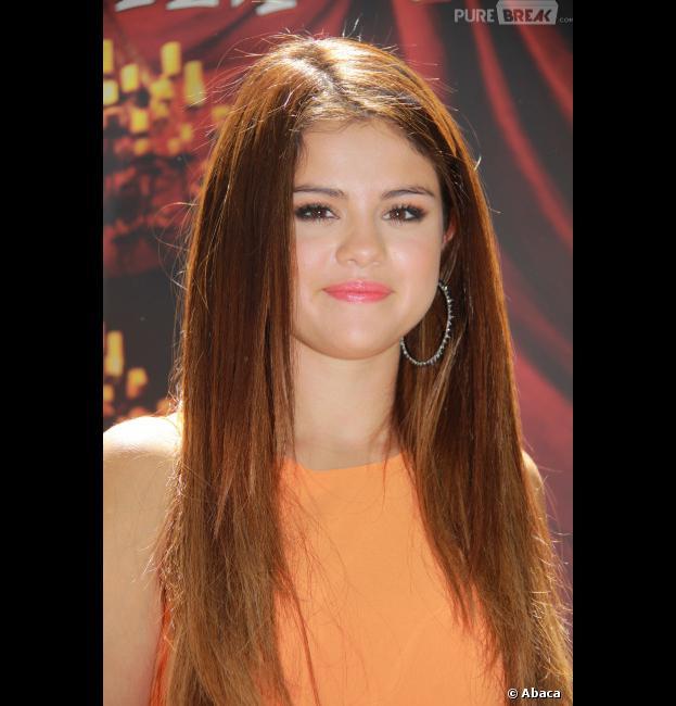 Selena Gomez a osé une couleur de cheveux plus claire !