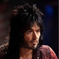 Rock Forever : Russell Brand et Alec Baldwin très fiers de leur bisou !