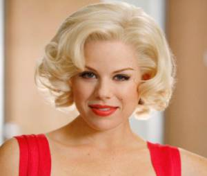 Megan Hilty incarne Ivy, la blonde pulpeuse
