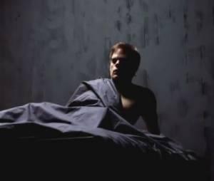 Michael C. Hall sous les draps pour le nouveau teaser de Dexter