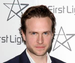 Rafe Spall remplace Tobey Maguire !