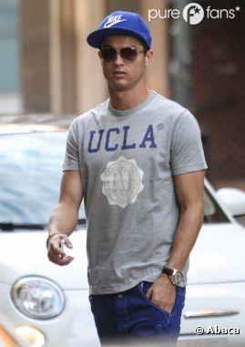 Cristiano Ronaldo en route pour un centre de chirurgie esthétique