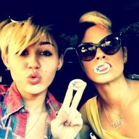 "Miley Cyrus, Beyoncé, Katy Perry, Mariah Carey... : les stars en mode ""a voté !"" (PHOTOS)"
